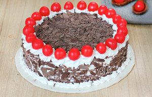 Black Forest cake Delivery in Delhi
