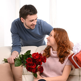 Send Online Anniversary Gift to Husband