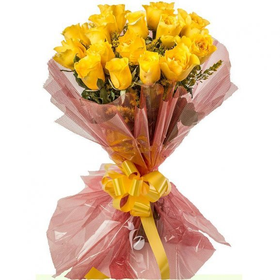 Bunch of 15 Yellow Roses with Close View