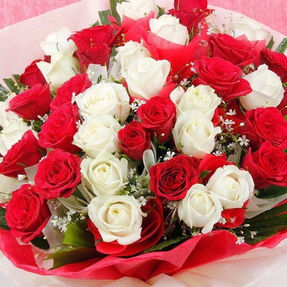 40 Red and White Roses Bunch with Top View