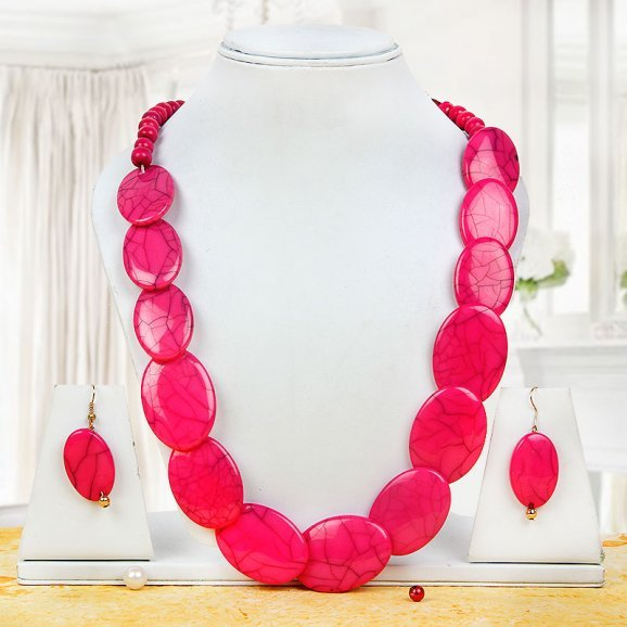 gorgeous pink necklace set