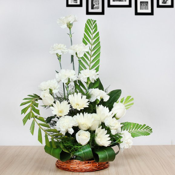 20 White Flowers in Basket