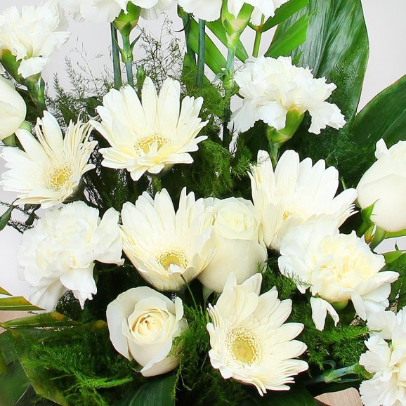 20 White Flower Basket Arrangement with Zoomed in View