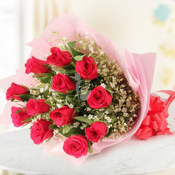 Bouquet of 12 red lovely roses in Horizontal View