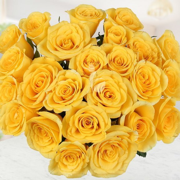Bouquet of 25 Yellow Roses with Top View