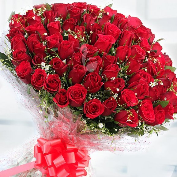 Kang Eunbi Pure-Love-100-red-roses-romantic-bouquet_0