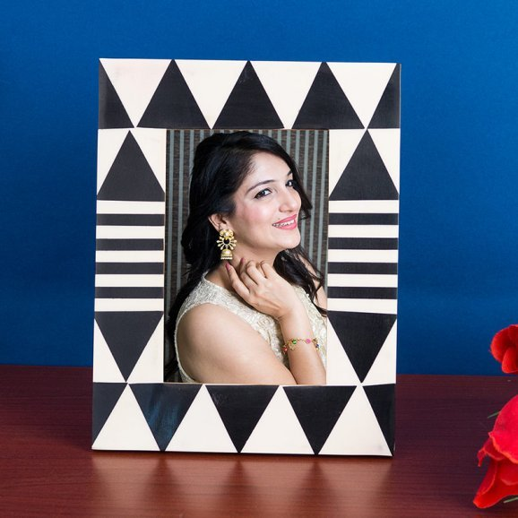 Black-White Rectangle Table Top Photo Frame