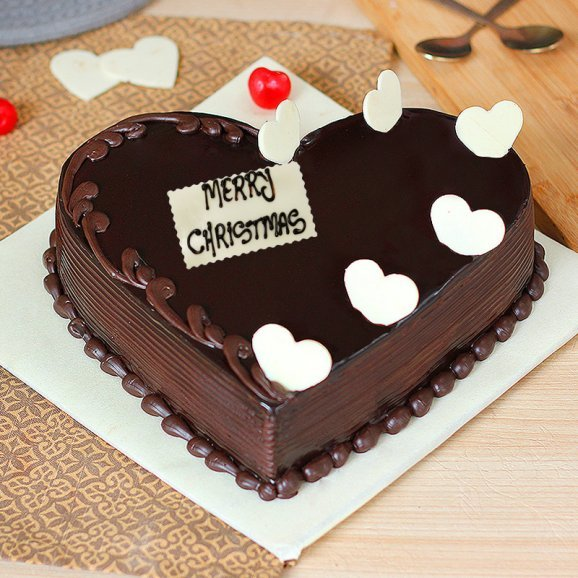 Christmas Heart Cake with Choco Chips
