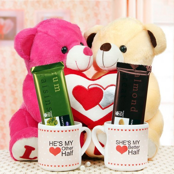 Teddy couple with mugs and chocolates