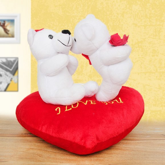 A romantic couple teddies