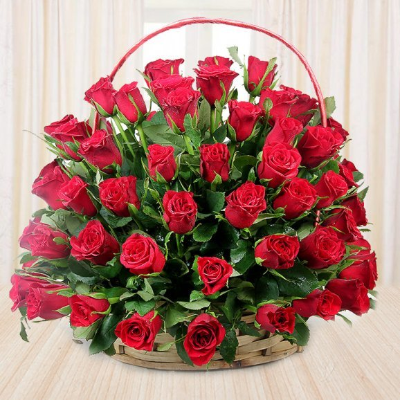 Bouquet of 100 red roses - First gift of Chocolate Temptations