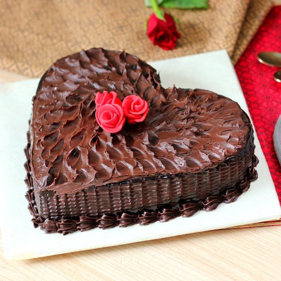 Chocolicious Heart Cake with Top View