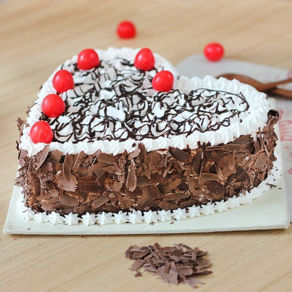 Black Forest Heart Cake - Zoom View