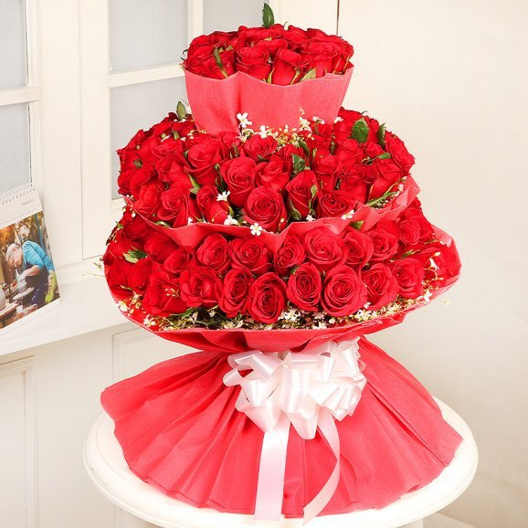 Bunch of Hundred Red Roses