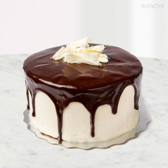 Chocolate Vanilla 1/2 Kg Cake delivery in Ranchi