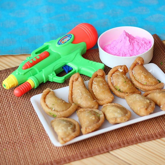 A combo having a pack of Gulal A pack of delicious Gujias and A water gun