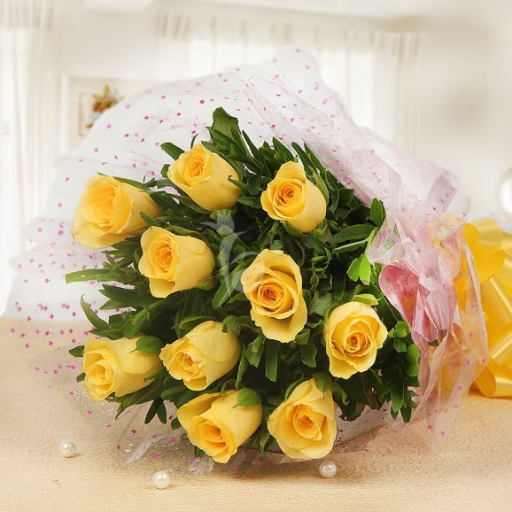 10 Yellow Roses in Horizontal View