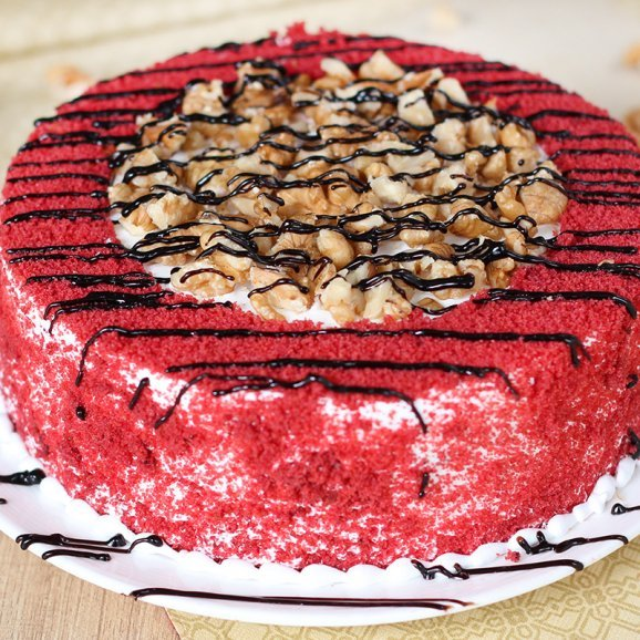 Red Velvet Crunchy Cake with Zoomed in View