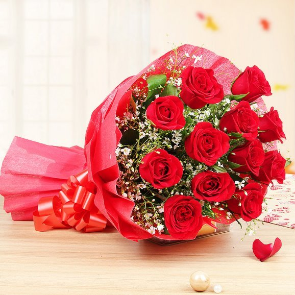 Bunch of 12 Red Roses - A Gift in Royal Red Love