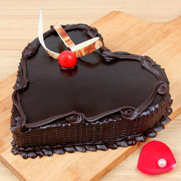 1/2 kg heart shaped chocolate cake - Part of Surprising Heartilicious Combo