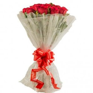 15 Red Roses Bunch with Front View