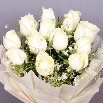 12 white roses bunch in Zoomed View