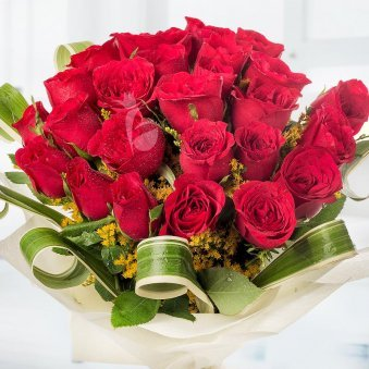 Love Galore - A beautiful bunch of 30 red roses