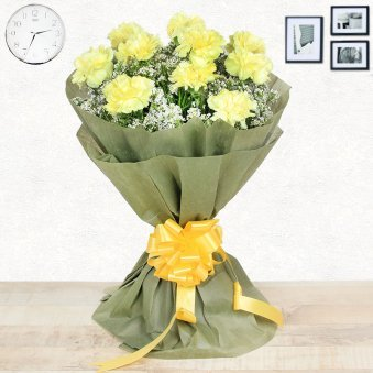 15 Yellow Carnations with Front View