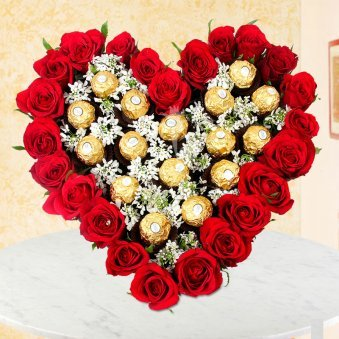 Top view of Heart Shaped Ferrero Rocher Bouquet - A gift of Rocher Love Hamper