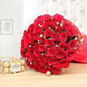 Cute Love Essentials - Bouquet of 50 red roses and 16 Ferrero rocher