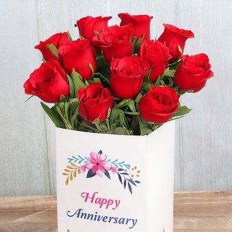 12 Red Roses Bunch for Anniversary with Closed View