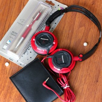 Wallet and pen with headphones combo
