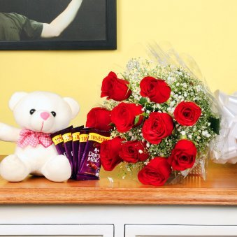 Valentine Day Gifts Online Buy And Send Best Valentine S Day Gifts To India Floweraura