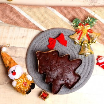 Christmas Combo of Plum Cake with Santa