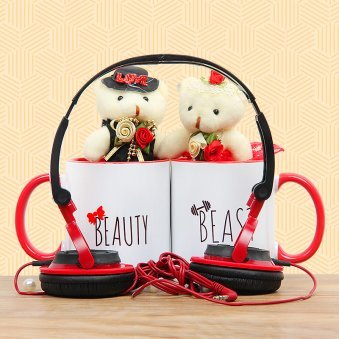 Headphones with 2 teddies and 2 mugs