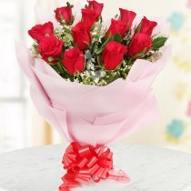 Bouquet of 12 red lovely roses